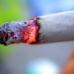 Милиардерите Бил Гейтс и Майкъл Блумберг в борбата срещу тютюнопушенето