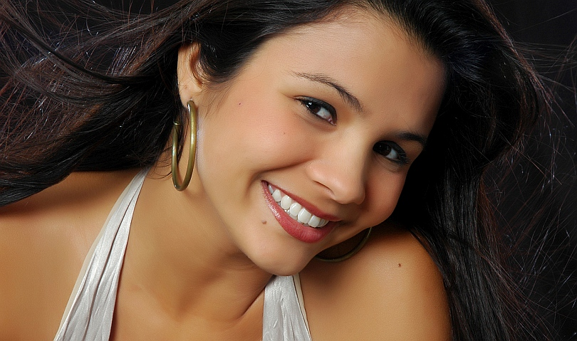 жена с усмивка