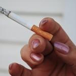 Почти половината бременни българки пушат