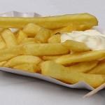 Училищни лавки продължават продават нездравословна храна на българските деца