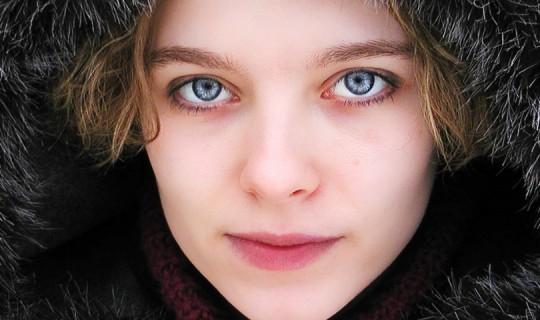 жена през зимата