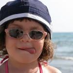 Ярката слънчева светлина е опасна за детските очи