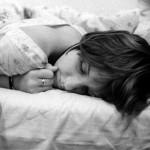 Спането по корем е вредно