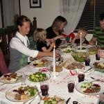 Храненето с родителите намалява риска от затлъстяване на подрастващите момичета