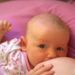 Кърменето подобрява поведението на децата