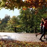 Бягането назад е по-ефективно за отслабване