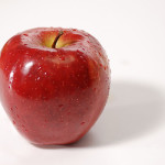 Ябълката е по-полезна с кората