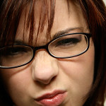 Лечение на зрението с препарат заменя очила и лещи при жените