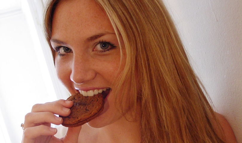 жена яде