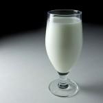 Обявиха млякото за най-полезната напитка в жегите