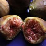 Здравословен десерт със смокини, орехи и маскарпоне