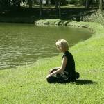 Медитация лекува самота