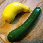Здравословна салата с домашно мариновани тиквички и жълта тиква