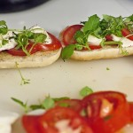 Здравословен сандвич с босилек и домати