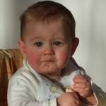 Твърда храна за бебе под 6 месеца е вредна