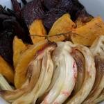 Здравословна салата с печени цвекло, тиква и копър