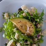 Здравословна салата с печено авокадо и кус-кус