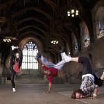 Хитове с танцови дуели и надиграване