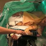 Тенор пее по време на мозъчна операция