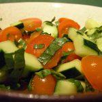 Повече течности и леки храни помагат срещу жегите
