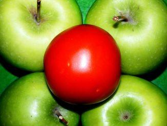 домат и ябълки