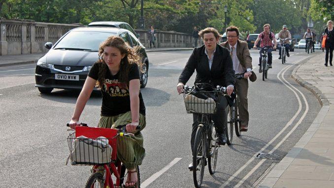 каране на колело