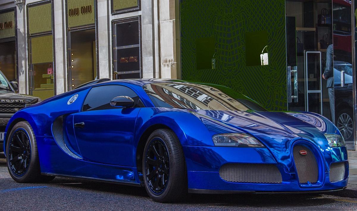 синя супер кола