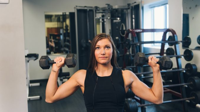 жена спортува