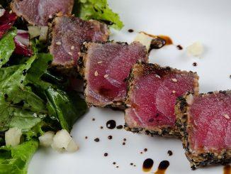 салата с риба тон