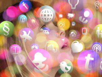 момиче в интернет