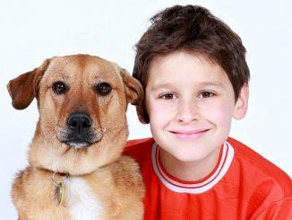 момче с куче