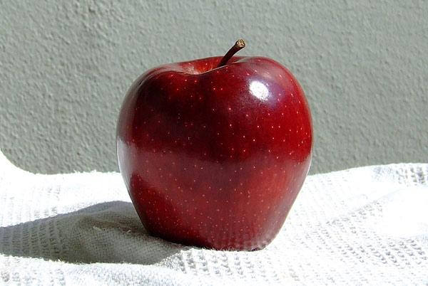 червена ябълка