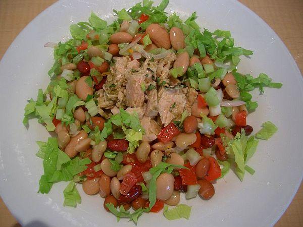 зеленчукова салата с риба тон