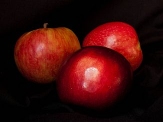 три ябълки