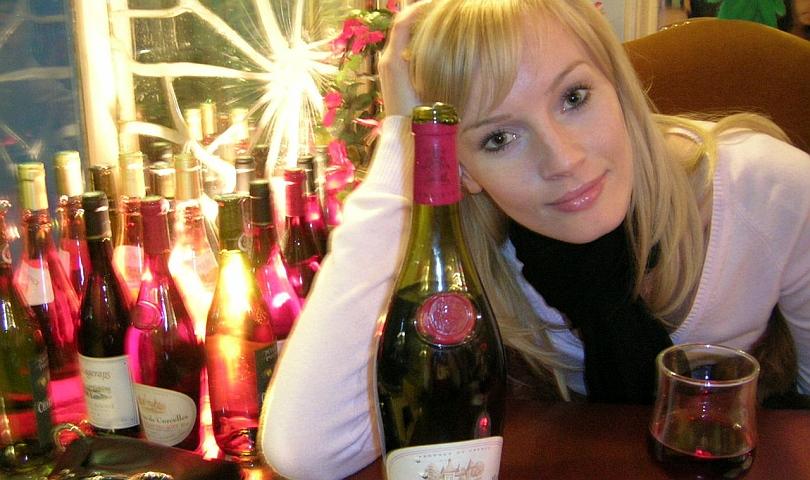 жена пие