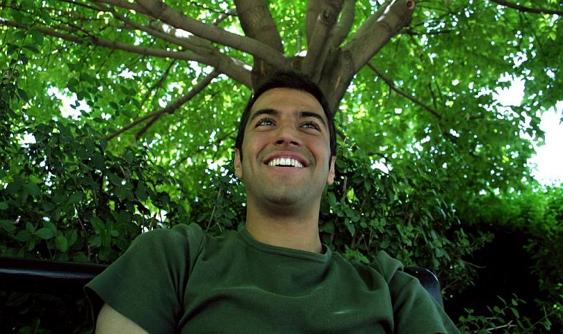 мъж с усмивка