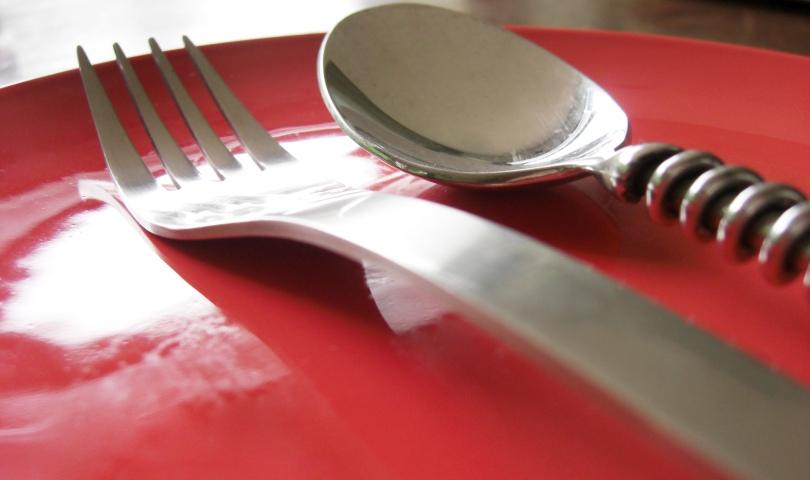 червена чиния