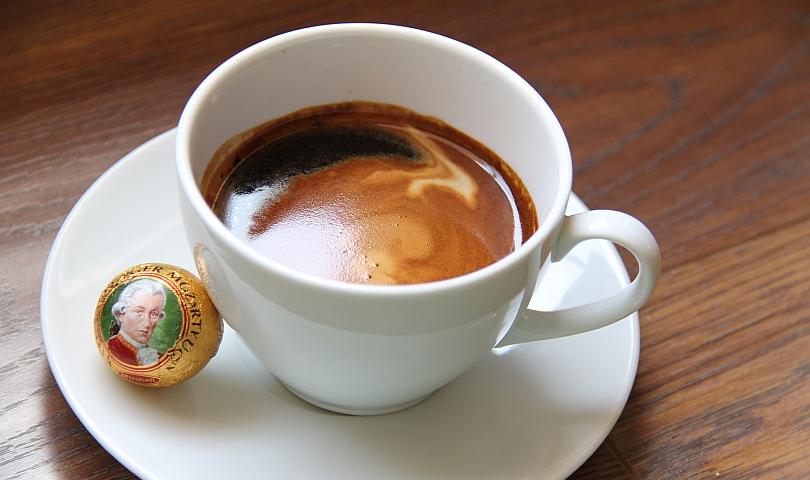 кафе и шоколадов бонбон
