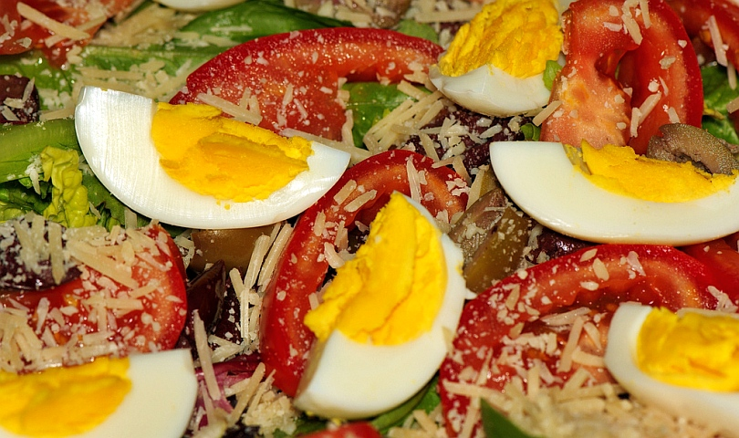 салата с яйце