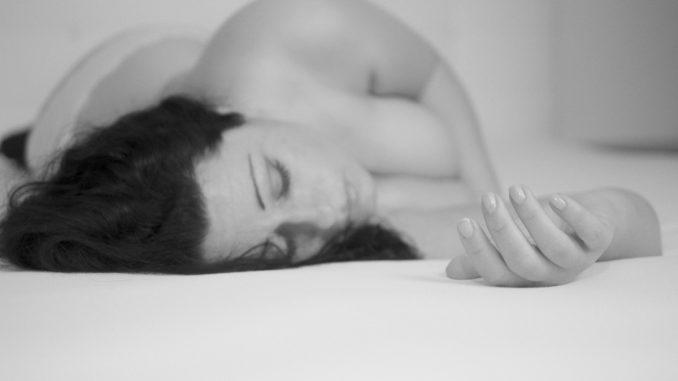 спяща жена
