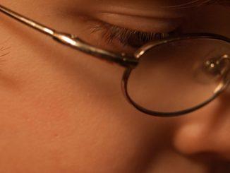 дете с очила
