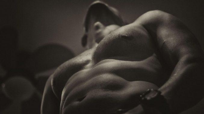 мускулест мъж