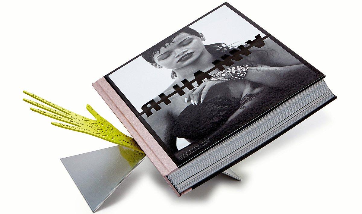 автобиография на Риана